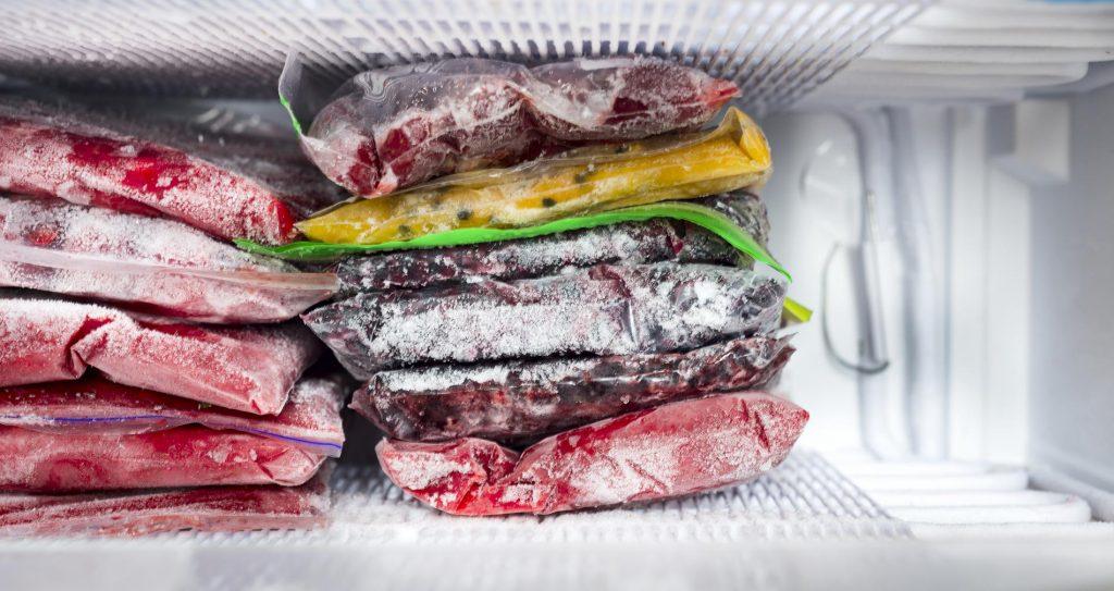 congelateur-armoire-aliments